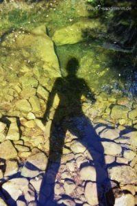 Foto: Sternenquelle Mensch Schatten Wasser Stein